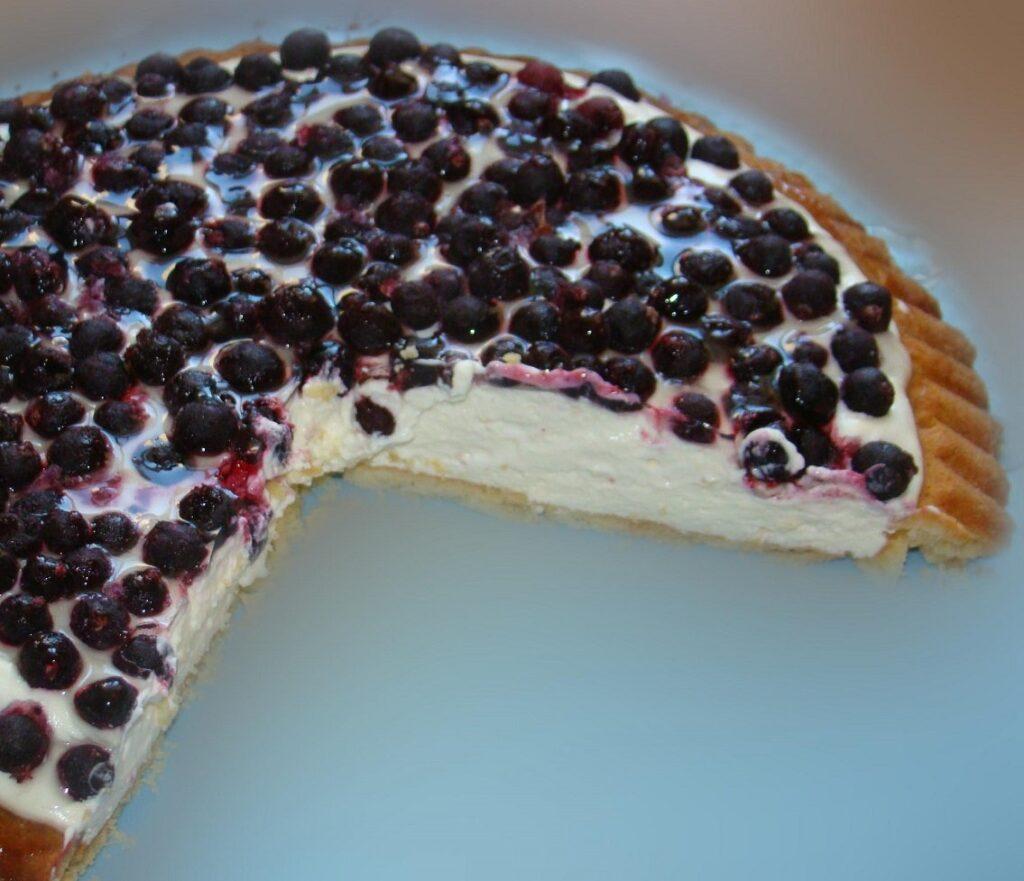 Як приготувати пиріг з домашнім сиром і ягодами