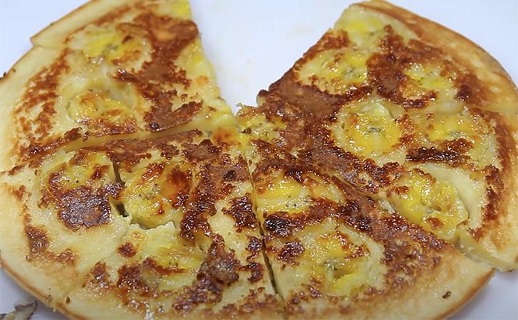 2 банана і 2 яйця: знаменитий пиріг на сковорідці без замісу тіста