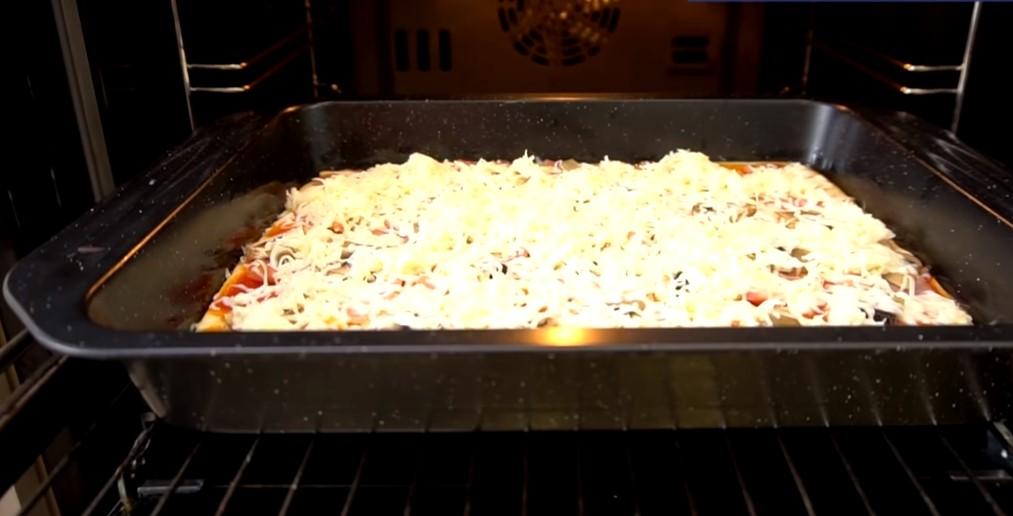 Пиріг «Дежурний» з рідкого тіста на кефірі: все змішав і в духовку. Простий і швидкий рецепт